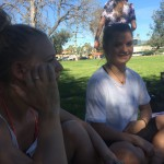 Hygger i en park tæt på der hvor vi danser! Her er Linnea og Sophie.